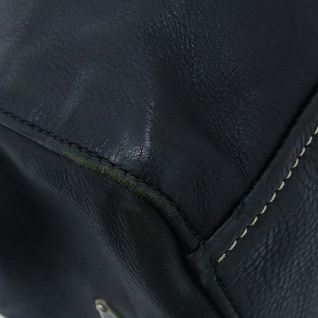 Prada(프라다) SOFT CALF 블랙 레더 벨트 장식 숄더백 이미지5 - 고이비토 중고명품