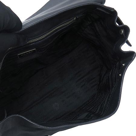 Prada(프라다) SOFT CALF 블랙 레더 벨트 장식 숄더백 이미지6 - 고이비토 중고명품