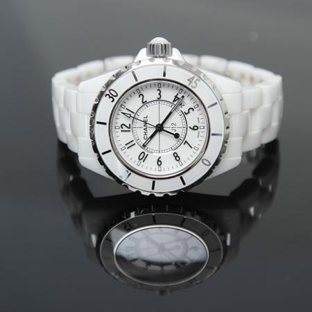 Chanel(샤넬) H0968 J12 쿼츠 데이트 화이트 세라믹 여성용 시계[광주롯데점] 이미지3 - 고이비토 중고명품