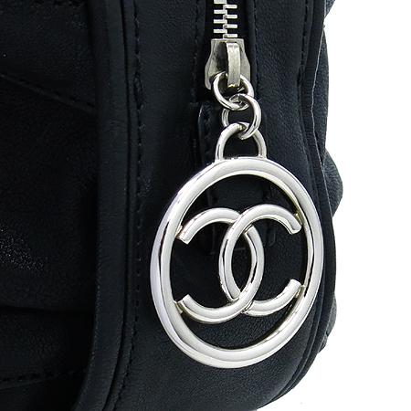 Chanel(샤넬) 블랙 컬러 레더 볼링 토트백 [인천점] 이미지4 - 고이비토 중고명품