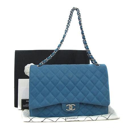 Chanel(샤넬) A58601 Y07525 0A060 블루 매트 캐비어 클래식 맥시 사이즈 은장 체인 숄더백 [인천점]