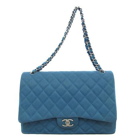 Chanel(샤넬) A58601 Y07525 0A060 블루 매트 캐비어 클래식 맥시 사이즈 은장 체인 숄더백 [인천점] 이미지2 - 고이비토 중고명품