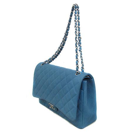 Chanel(샤넬) A58601 Y07525 0A060 블루 매트 캐비어 클래식 맥시 사이즈 은장 체인 숄더백 [인천점] 이미지3 - 고이비토 중고명품