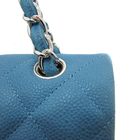 Chanel(샤넬) A58601 Y07525 0A060 블루 매트 캐비어 클래식 맥시 사이즈 은장 체인 숄더백 [인천점] 이미지4 - 고이비토 중고명품