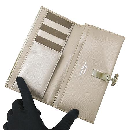 Ferragamo(페라가모) 22 4633 메탈릭 사피아노 은장 로고 장지갑 [대구황금점] 이미지3 - 고이비토 중고명품