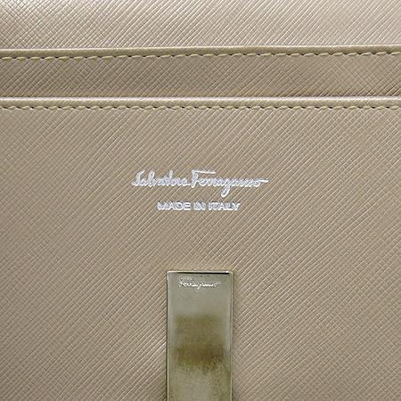 Ferragamo(페라가모) 22 4633 메탈릭 사피아노 은장 로고 장지갑 [대구황금점] 이미지5 - 고이비토 중고명품