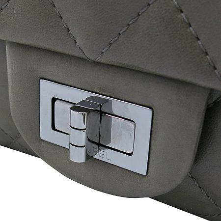 Chanel(샤넬) 소프트카프 스킨 그레이 2.55 은장로고 체인 숄더백 [대구반월당본점] 이미지5 - 고이비토 중고명품