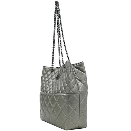 Chanel(샤넬) 크루즈컬렉션 CALF 퀼팅 레더 빈티지 정방 은장 체인 숄더백 [강남본점] 이미지3 - 고이비토 중고명품