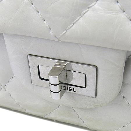 Chanel(샤넬) A30226 2.55 빈티지 M 사이즈 은장 체인 숄더백  [대구동성로점] 이미지4 - 고이비토 중고명품