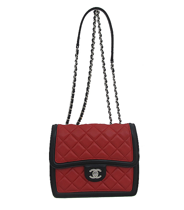 Chanel(샤넬) A68473 크루즈컬렉션 퀄팅 램스킨 은장 체인 미니 숄더 크로스백 [인천점] 이미지2 - 고이비토 중고명품
