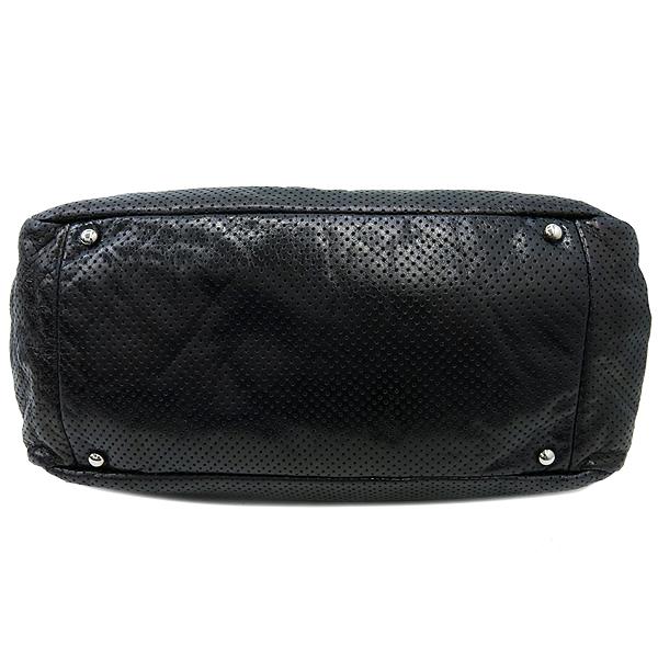 Chanel(샤넬) 크루즈컬렉션 블랙 퍼포레이션 레더 은장체인 숄더백 [부산센텀본점] 이미지6 - 고이비토 중고명품
