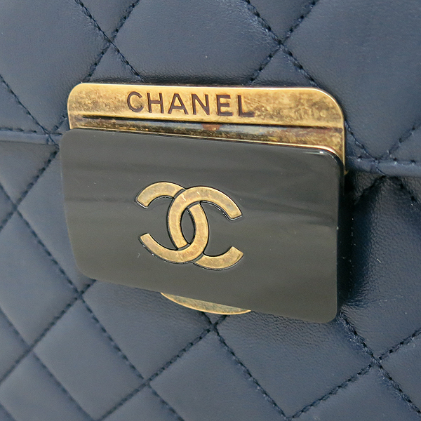 Chanel(샤넬) A93228Y60545 16SS 네이비 램스킨 Beauty Rock(뷰티락) 장식 빈티지 체인 쇼퍼 숄더백 [부산센텀본점] 이미지4 - 고이비토 중고명품