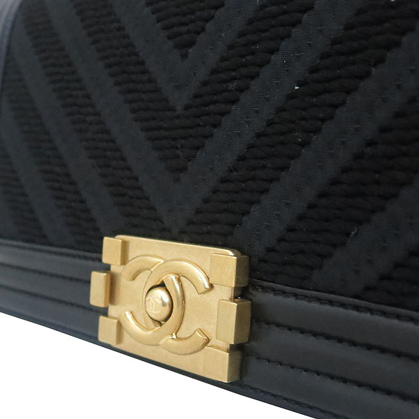 Chanel(샤넬)  A67086 보이샤넬  Chevron(쉐브론) 패브릭 레더 혼방 빈티지 금장 체인 숄더백 [부산센텀본점] 이미지5 - 고이비토 중고명품