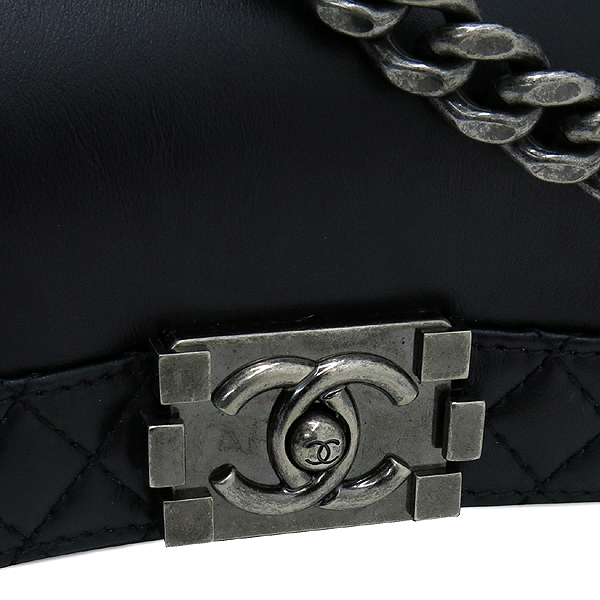 Chanel(샤넬) A90036 LIMITED Calfskin Enchained BOYCHANEL(보이샤넬) Flap 숄더백 [강남본점] 이미지5 - 고이비토 중고명품
