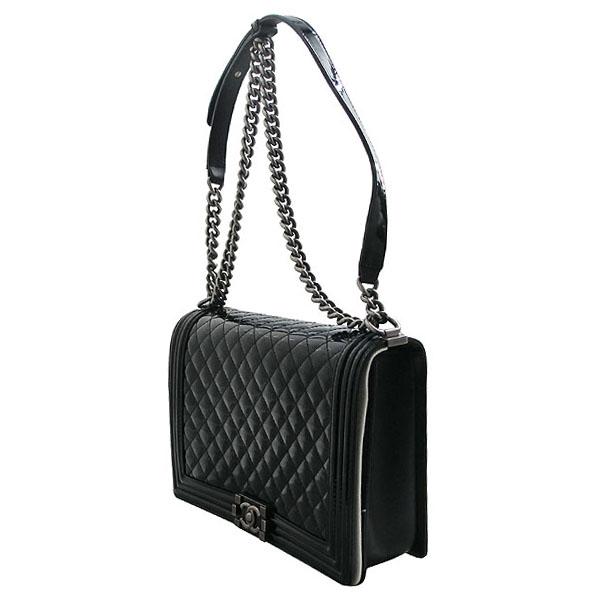 Chanel(샤넬) A67087 보이 샤넬 블랙 페이던트 L사이즈 메탈 체인 숄더백 [인천점] 이미지3 - 고이비토 중고명품