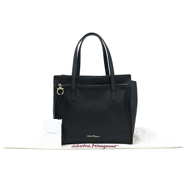Ferragamo(페라가모) 21 F215 로고 장식 블랙 컬러 숄더백 [강남본점]