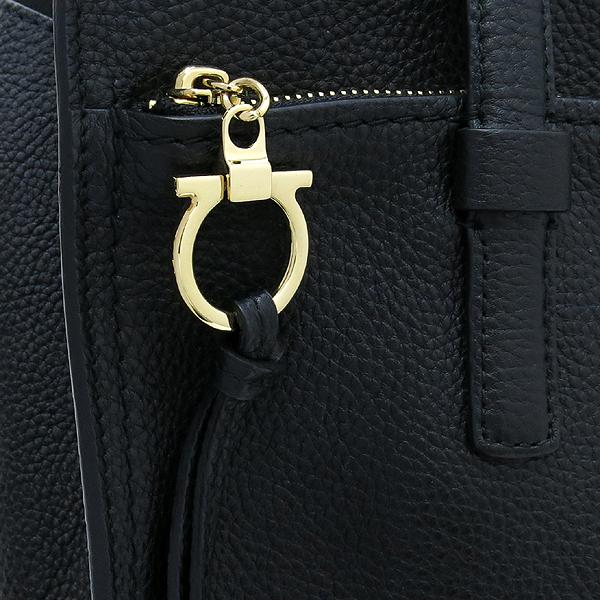 Ferragamo(페라가모) 21 F215 로고 장식 블랙 컬러 숄더백 [강남본점] 이미지5 - 고이비토 중고명품