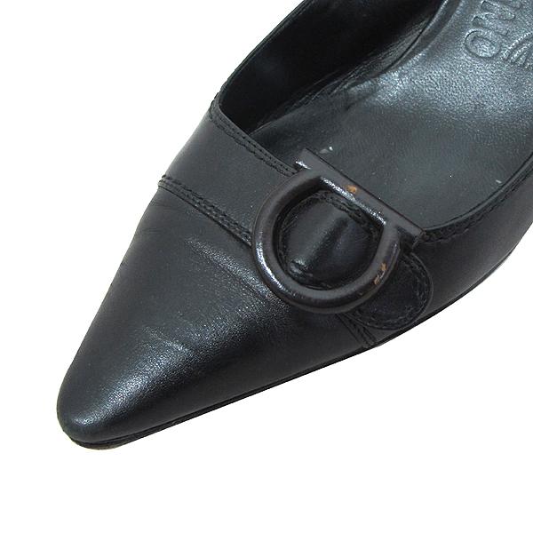 Ferragamo(페라가모) 블랙 레더 간치니 장식 여성용 구두