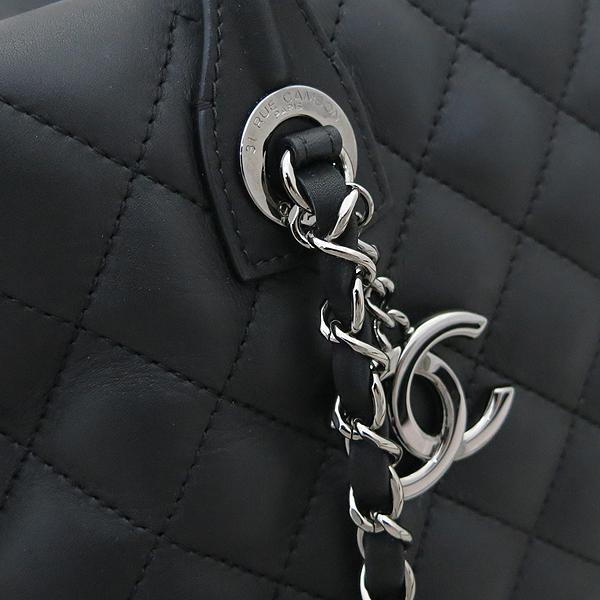 Chanel(샤넬) A93971 블랙 퀼팅 레더 COCO 은장로고 볼링 토트백 + 체인스트랩 2WAY [부산센텀본점] 이미지4 - 고이비토 중고명품