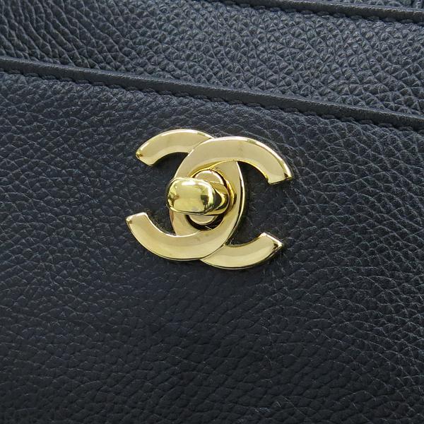 Chanel(샤넬) A15206Y01570 카프스킨 블랙 금장 COCO로고 서프 토트백 + 숄더스트랩 2WAY [대구동성로점] 이미지4 - 고이비토 중고명품