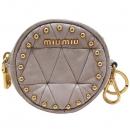 MiuMiu(미우미우) 금장 이니셜 로고 장식 스터드 동전 지갑 [인천점]