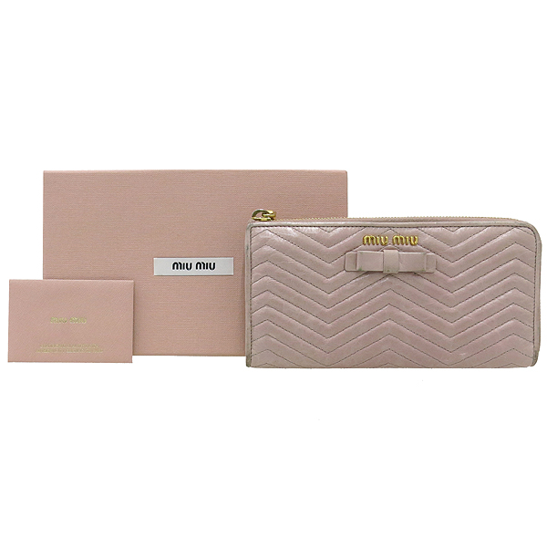 MiuMiu(미우미우) 5M1183 핑크 컬러 쉐브론 리본장식 짚업 장지갑 [강남본점]