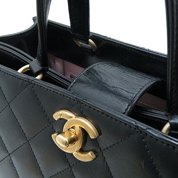 Chanel(샤넬) A91865 16SS 컬렉션 카프스킨 블랙 레더 금장 COCO로고 장식 2WAY [인천점] 이미지5 - 고이비토 중고명품
