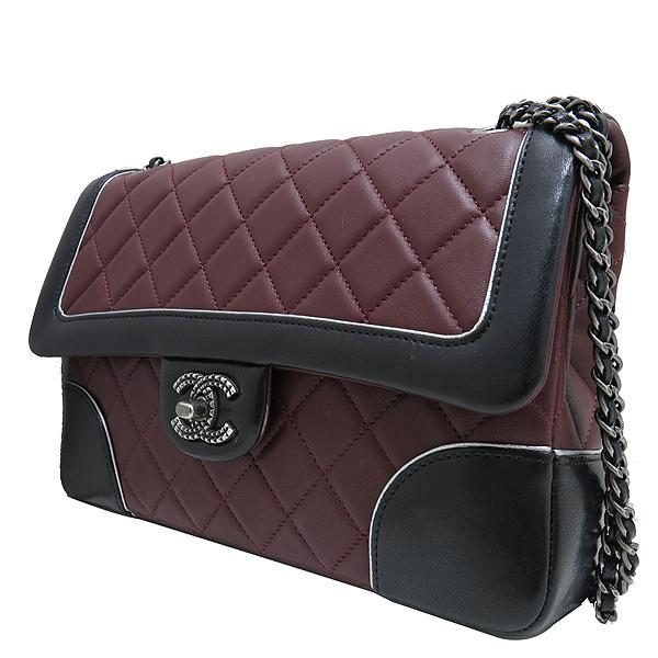 Chanel(샤넬) A90817 메탈리스 크루즈 컬렉션 블랙 버건디 투톤 램스킨 빈티지 스터드 COCO 로고 체인 숄더백 [인천점] 이미지3 - 고이비토 중고명품