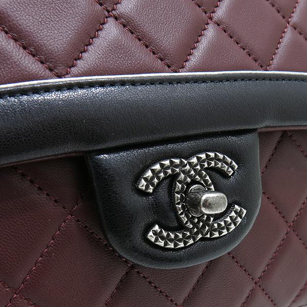 Chanel(샤넬) A90817 메탈리스 크루즈 컬렉션 블랙 버건디 투톤 램스킨 빈티지 스터드 COCO 로고 체인 숄더백 [인천점] 이미지4 - 고이비토 중고명품
