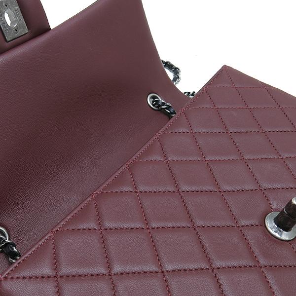 Chanel(샤넬) A90817 메탈리스 크루즈 컬렉션 블랙 버건디 투톤 램스킨 빈티지 스터드 COCO 로고 체인 숄더백 [인천점] 이미지6 - 고이비토 중고명품