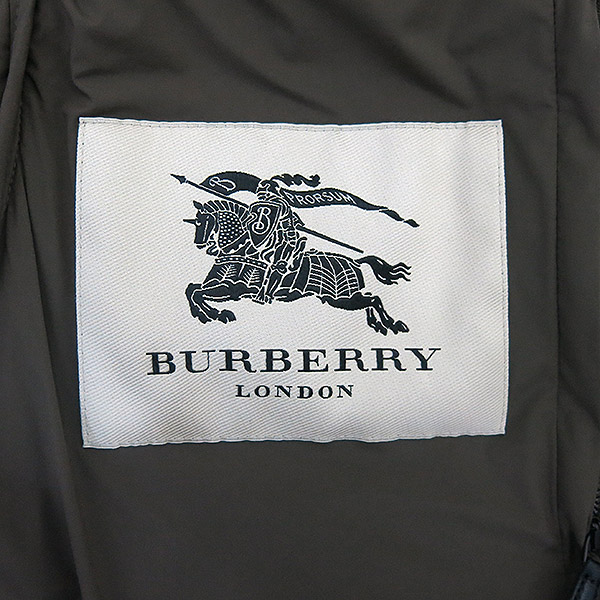Burberry(버버리) 3950771 LONDON 런던 네이비 폴리에스테르 그레이 구스 라쿤 후디 남성용패딩 [부산센텀본점]