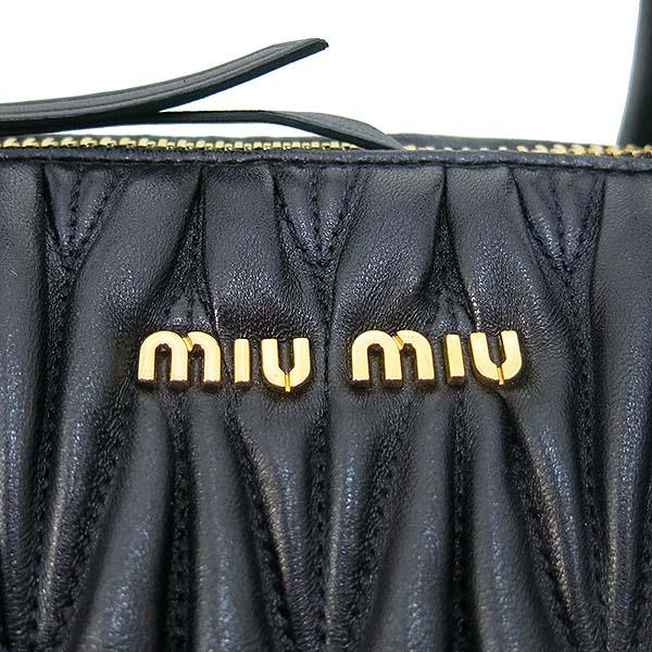 MiuMiu(미우미우) RN1015 블랙 마트라쎄 블랙 토트백 + 숄더스트랩 2WAY [부산센텀본점] 이미지4 - 고이비토 중고명품