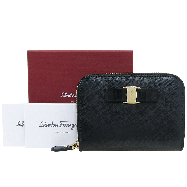 Ferragamo(페라가모) 22 C770 바라 장식 블랙 사피아노 집업 카드지갑 겸 명함지갑 [강남본점]