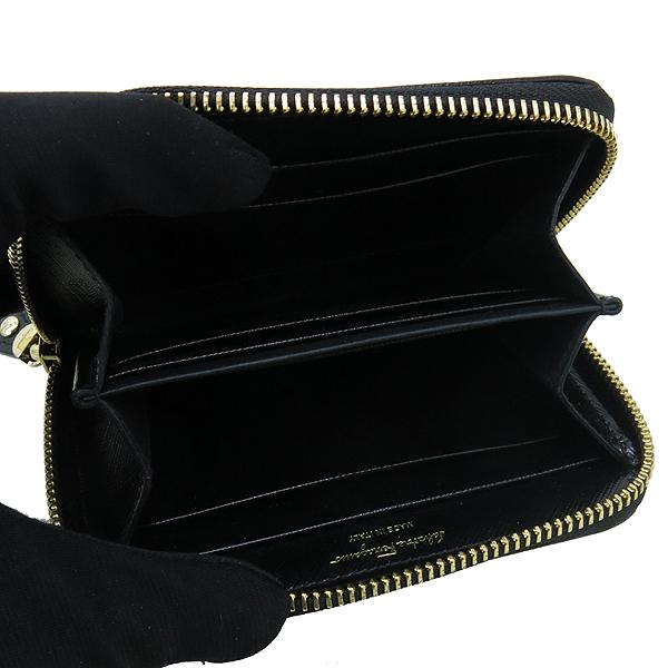 Ferragamo(페라가모) 22 C770 바라 장식 블랙 사피아노 집업 카드지갑 겸 명함지갑 [강남본점] 이미지4 - 고이비토 중고명품