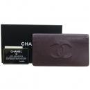 Chanel(샤넬) A48651 캐비어스킨 버건디 컬러 COCO 로고스티치 플랩 장지갑 [강남본점]