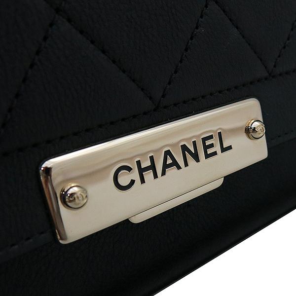 Chanel(샤넬) A93703Y6115494305 금장 로고 장식 퀼팅 블랙 그레인드 카프스킨 플랩 2WAY [부산서면롯데점] 이미지4 - 고이비토 중고명품