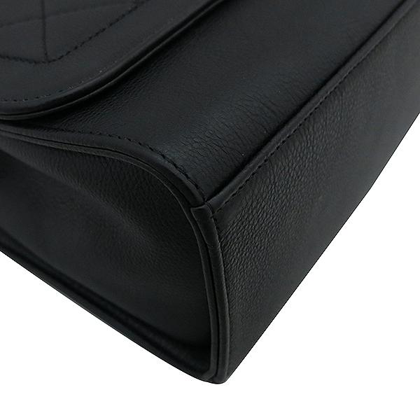 Chanel(샤넬) A93703Y6115494305 금장 로고 장식 퀼팅 블랙 그레인드 카프스킨 플랩 2WAY [부산서면롯데점] 이미지5 - 고이비토 중고명품