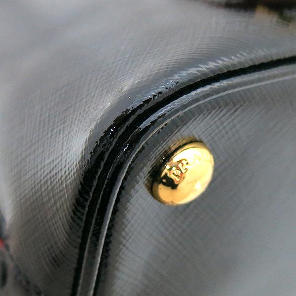 Prada(프라다) 1BA838 블랙 페이던트 사피아노 금장 로고 장식 토트백 + 크로스트랩 2WAY [부산센텀본점] 이미지5 - 고이비토 중고명품