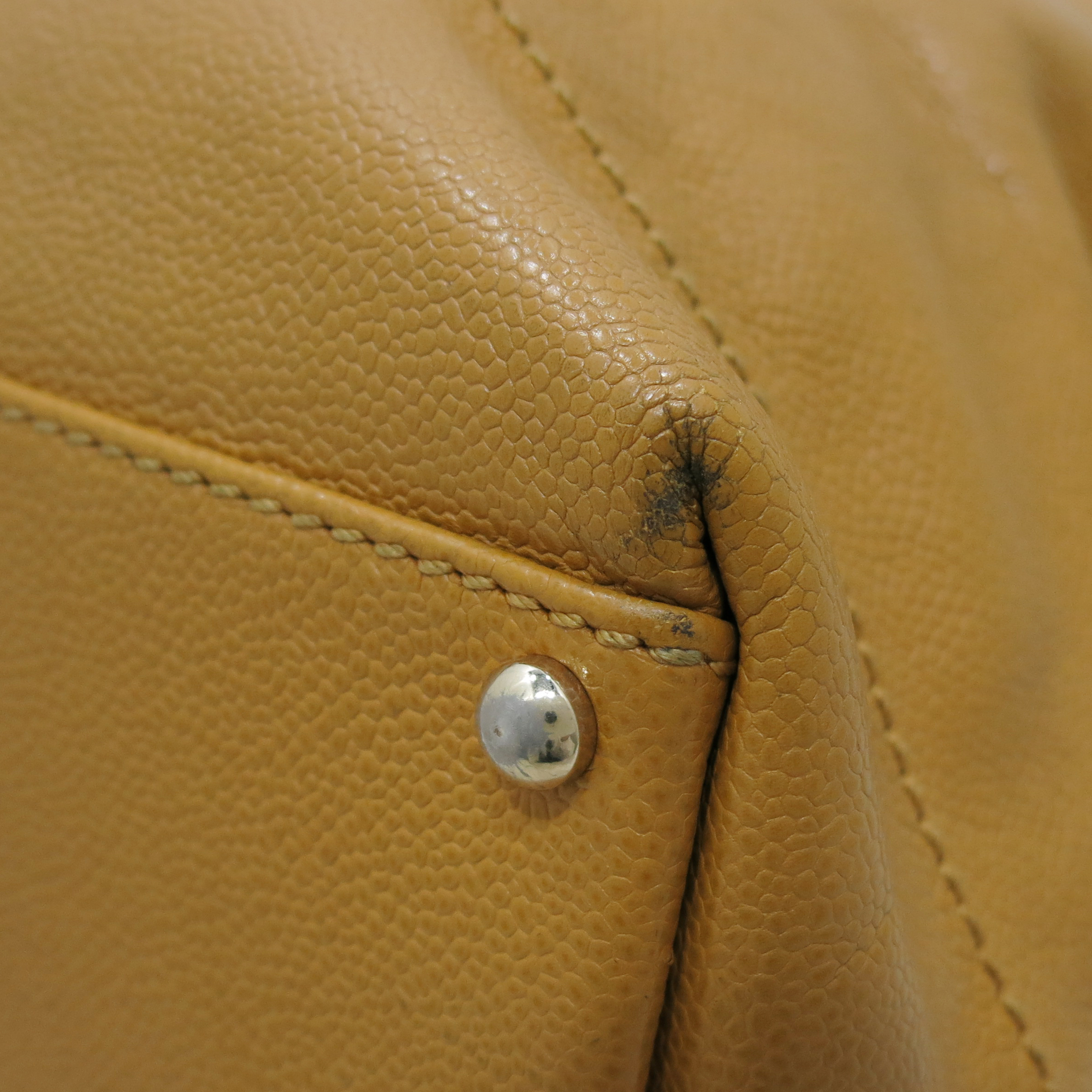 Chanel(샤넬) 캐비어스킨 정방 베이지 바겟 숄더백 [인천점] 이미지3 - 고이비토 중고명품