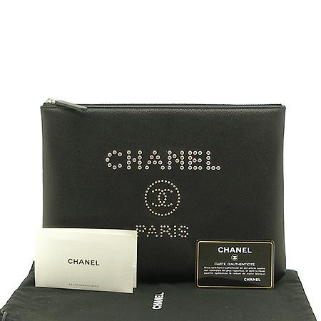 Chanel(샤넬) 18년 신상 25번대 스터드 로고 캐비어스킨 블랙 미듐사이즈 클러치백 (W)