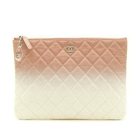Chanel(샤넬) 18 S/S  한정판 핑크+화이트 페이던트 그라데이션 참장식 클러치백 -25번대 (W) 이미지2 - 고이비토 중고명품