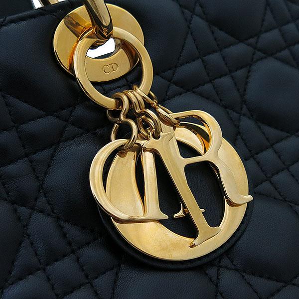 Dior(크리스챤디올) CAL44560 까나쥬 블랙 레더 레이디 디올 금장 참 장식 2WAY [부산센텀본점] 이미지4 - 고이비토 중고명품