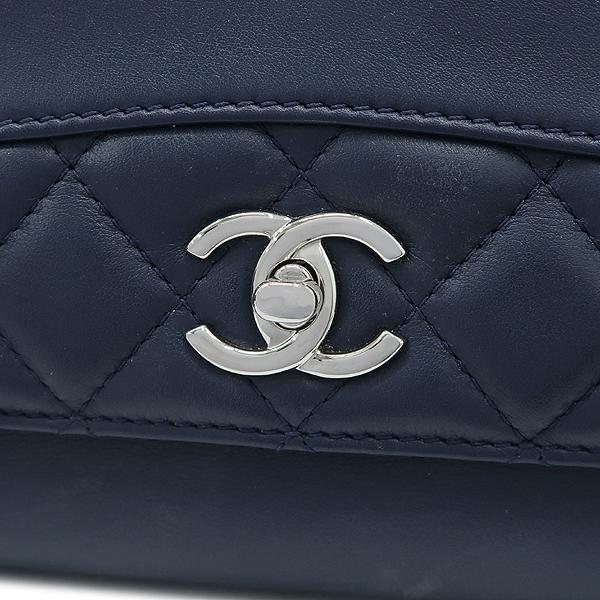 Chanel(샤넬) 은장 로고 장식 네이비 레더 퀼팅 3포켓 아코디언 체인 숄더백 [강남본점] 이미지5 - 고이비토 중고명품
