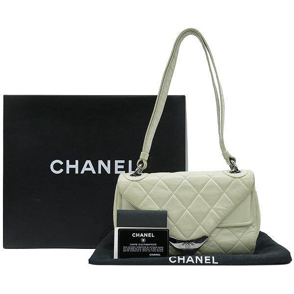 Chanel(샤넬) 은장 로고 장식 플랩 아이보리 레더 숄더백 [강남본점]
