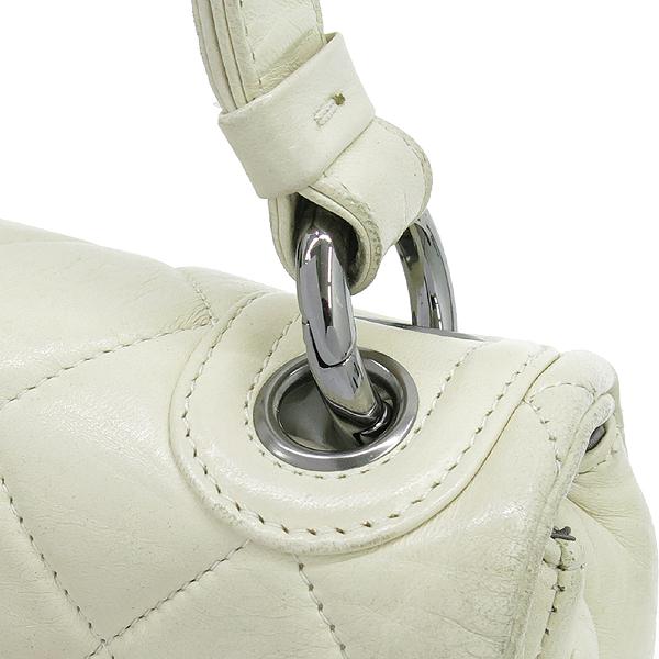 Chanel(샤넬) 은장 로고 장식 플랩 아이보리 레더 숄더백 [강남본점] 이미지5 - 고이비토 중고명품