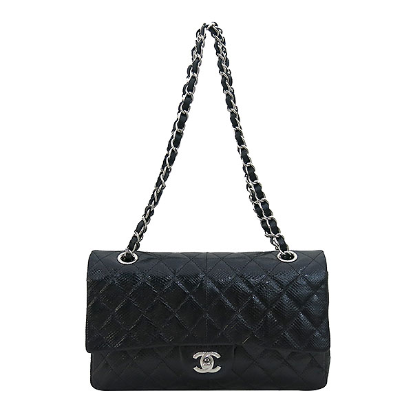 Chanel(샤넬) 블랙 리자드(도마뱀) 가죽 클래식 M사이즈 은장 체인 숄더백 [부산센텀본점] 이미지2 - 고이비토 중고명품