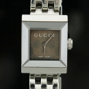 Gucci(구찌) YA128501 128.5 사각 스퀘어 GG로고 다이얼 쿼츠 스틸밴드 여성용 시계 [인천점]