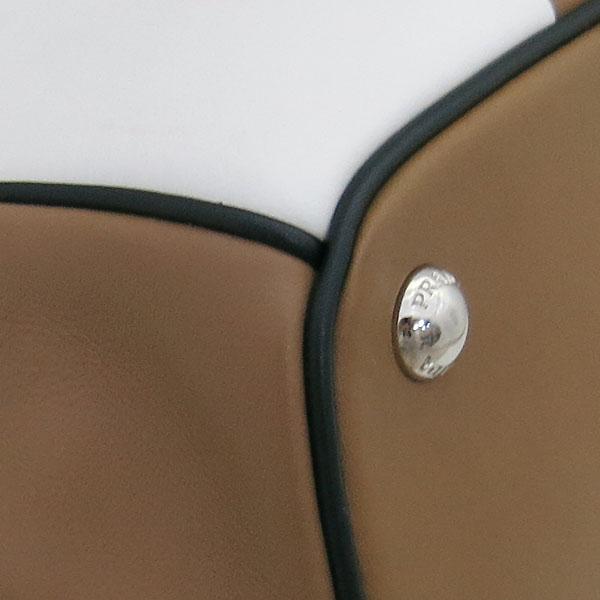 Prada(프라다) 1BA031 프레임 바이 컬러 카프 레더 토트백 + 가죽 파우치 [부산센텀본점] 이미지5 - 고이비토 중고명품
