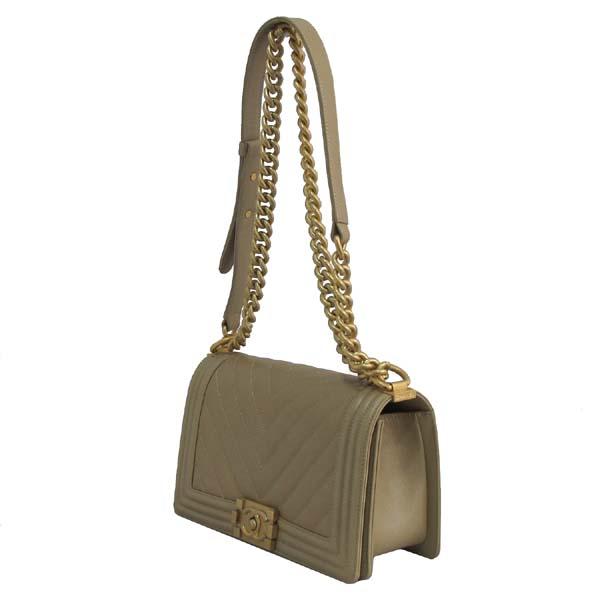 Chanel(샤넬) A67086Y83572 베이지 캐비어 스킨 쉐브론 보이샤넬 M사이즈 금장로고 체인 숄더백 [대구반월당본점] 이미지2 - 고이비토 중고명품