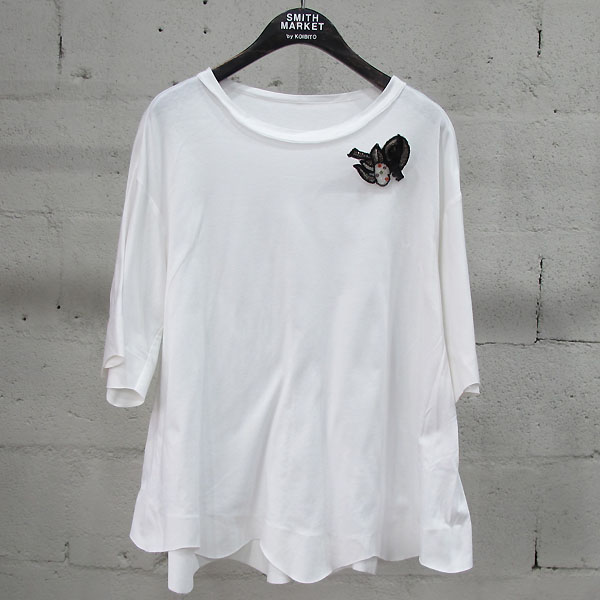 Mine(마인) 면 100% 화이트 컬러 플레어 컷팅 장식 여성용 티셔츠(브로치set) [동대문점]